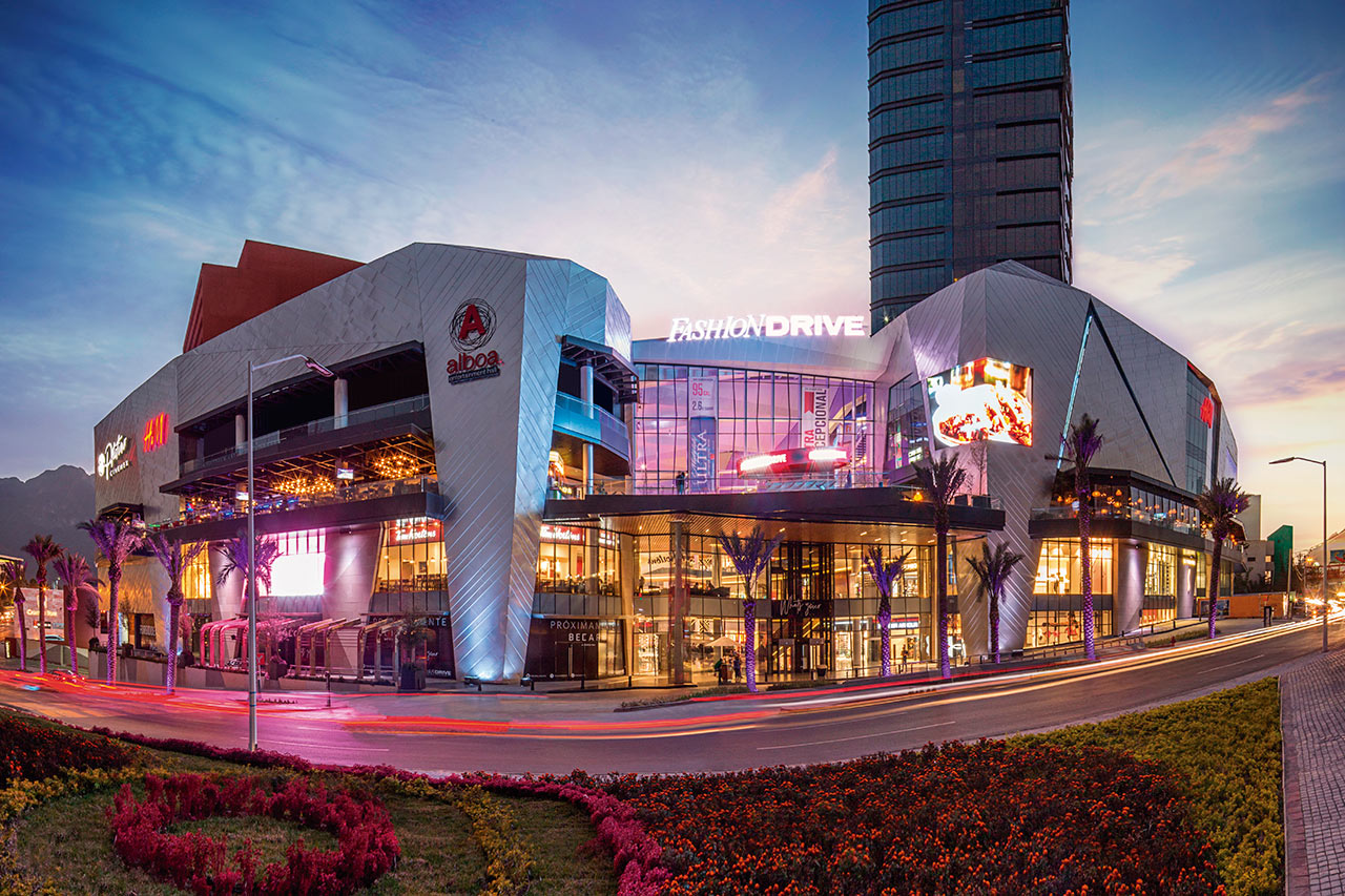 Fashion drive mall. Monterrey, México. Foto: CallisonRTKL.