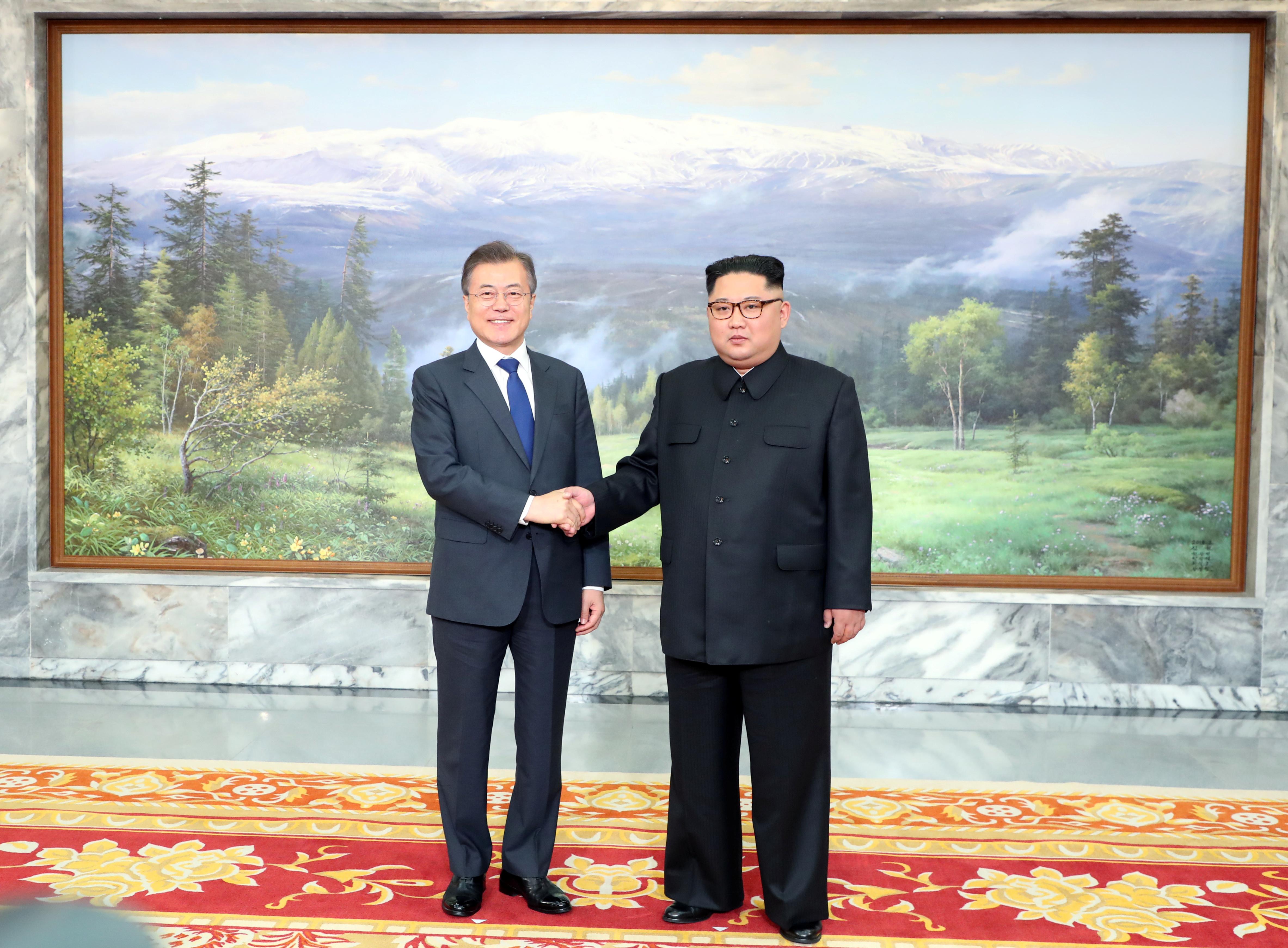 Coreas realizan reunión sorpresa para presionar encuentro con Trump
