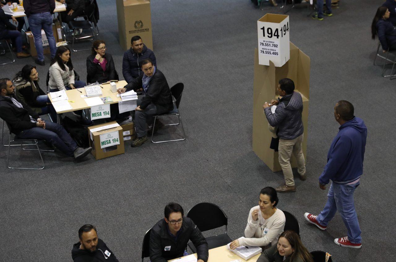 Colombia elige nuevo presidente en medio de división de electoral