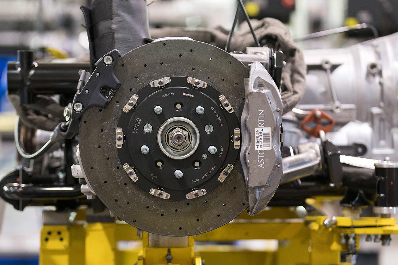 Frenos de cerámica. Foto: Max Earey/Aston Martin.