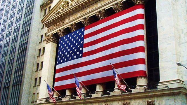 Petróleo y acciones tecnología empujan inicio de sesiones de Wall Street