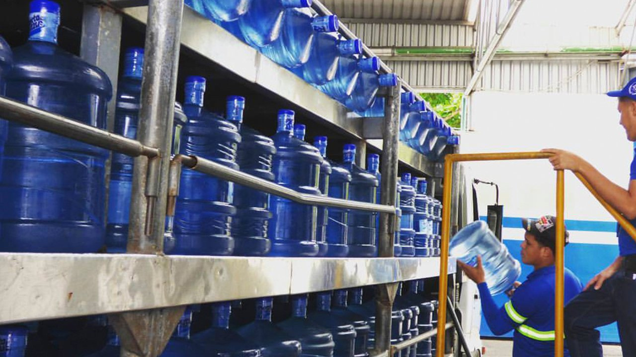 "Planeta Azul, la embotelladora de agua que ""refresca"" a República Dominicana"