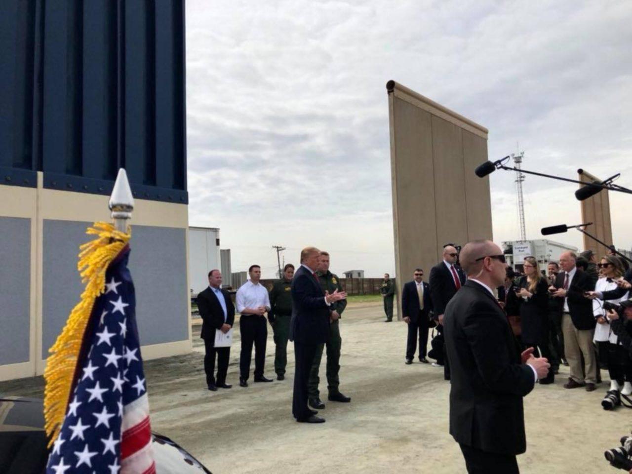 Trump critica a Congreso por presupuesto que no incluye dinero para muro