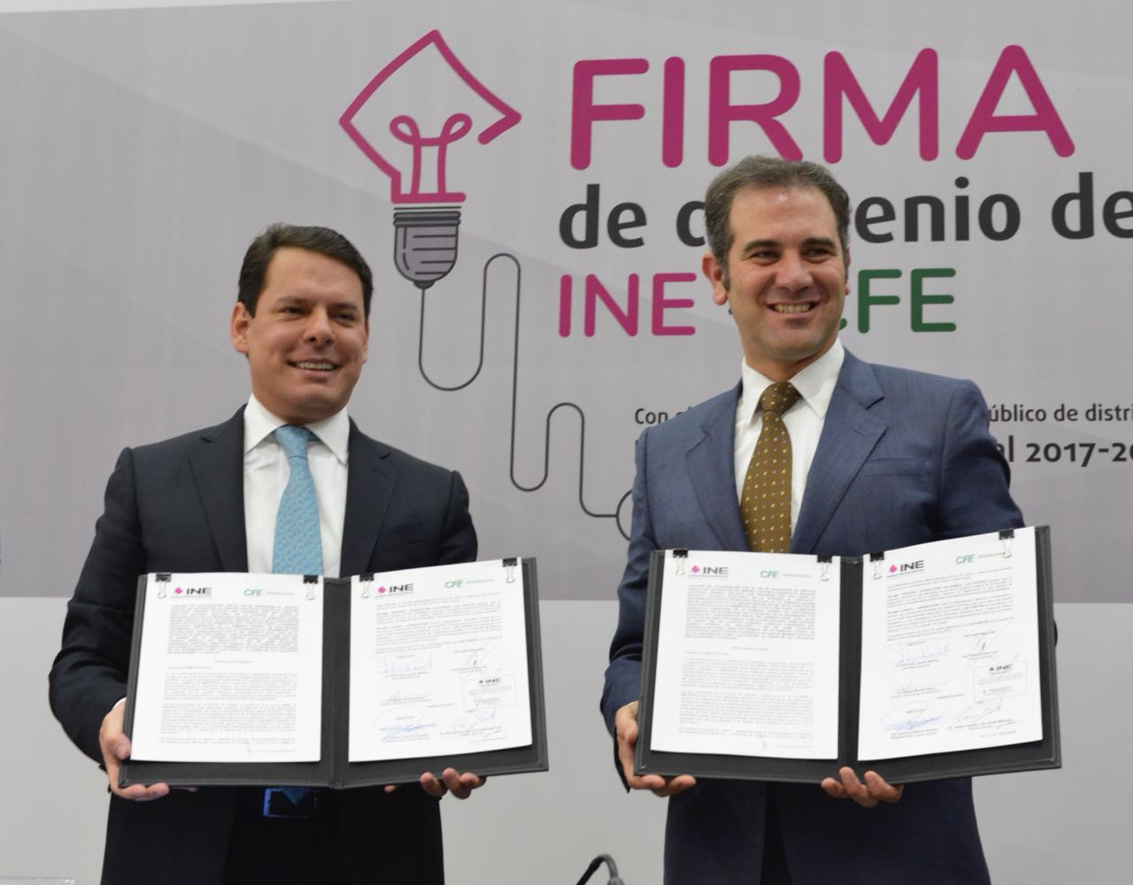 "CFE e INE firman acuerdo para evitar ""caída"" del sistema"