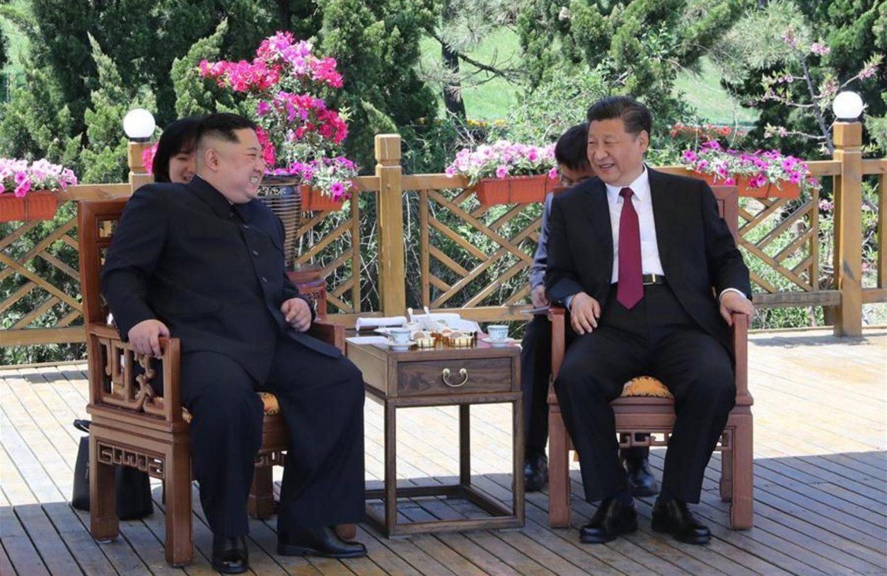 Líder de Corea del Norte se apoya en China para desnuclearización