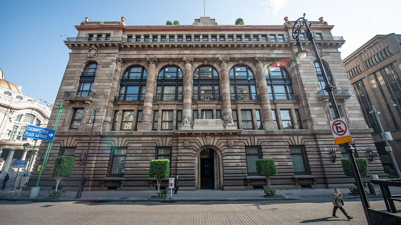 Banxico mantiene tasa clave en 8.25% tras pausa alcista de la Fed