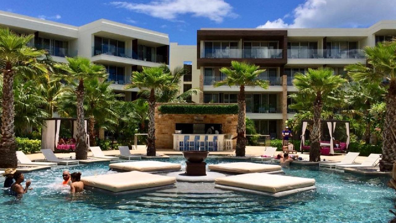 Breathless Riviera Cancún festeja aniversario de la mano de la moda