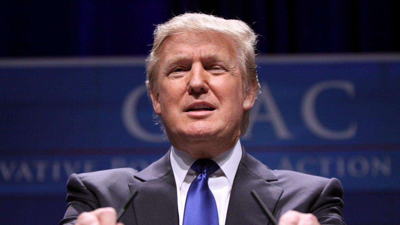 Trump carga de nueva cuenta contra medios de comunicación