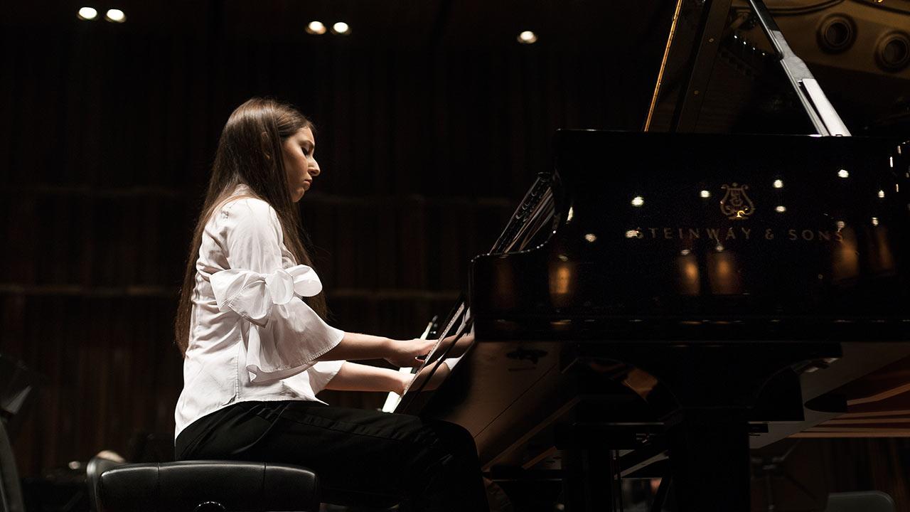Daniela Liebman tocando en el Palacio de Bellas Artes, CDMX. Foto: Angélica Escobar/Forbes México.
