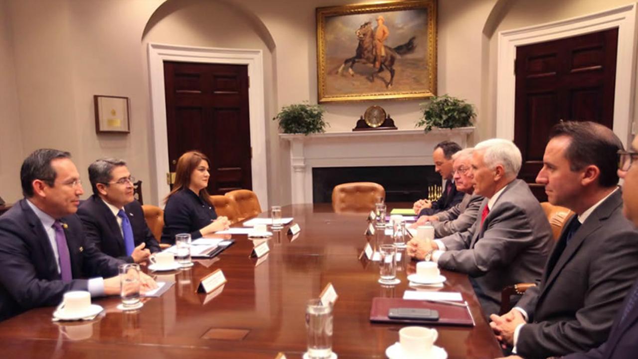 Presidente de Honduras se reúne con Mike Pence