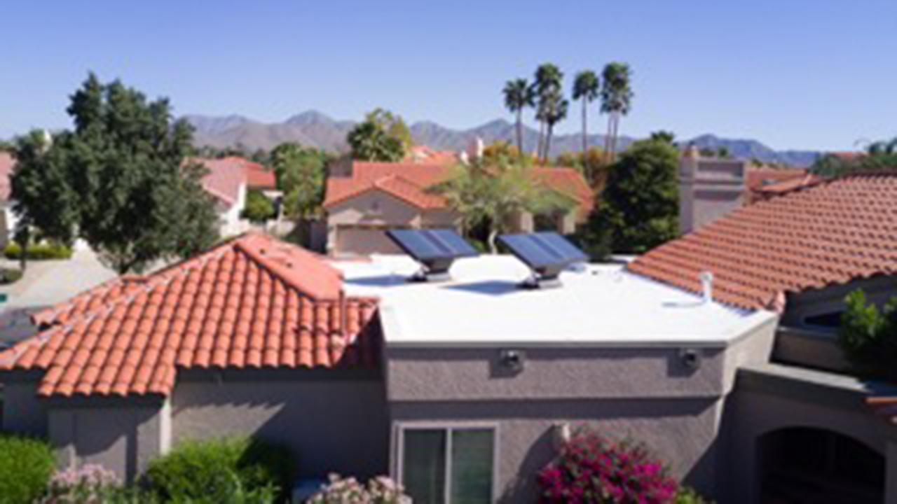 La industria privada busca menos burocracia para techos solares