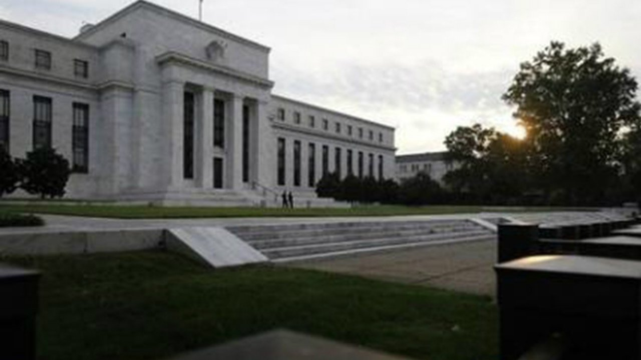 Trump reitera críticas a la Fed por subir tasas de interés