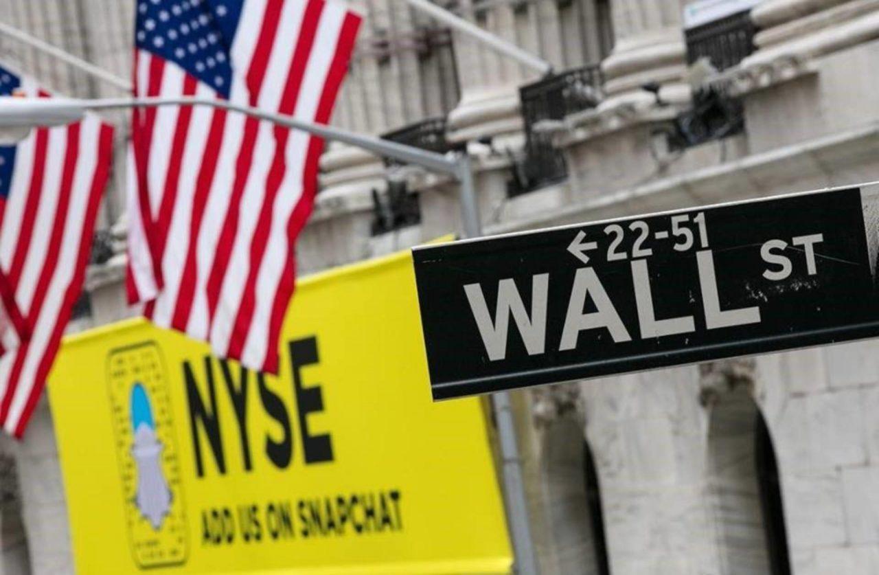 Wall Street cae presionado por resultados de bancos
