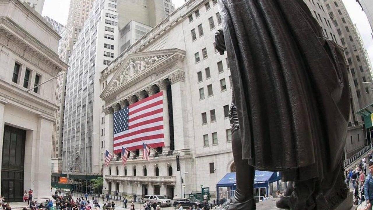 S&P 500 y Dow Jones ganan por alza en rendimientos de bonos