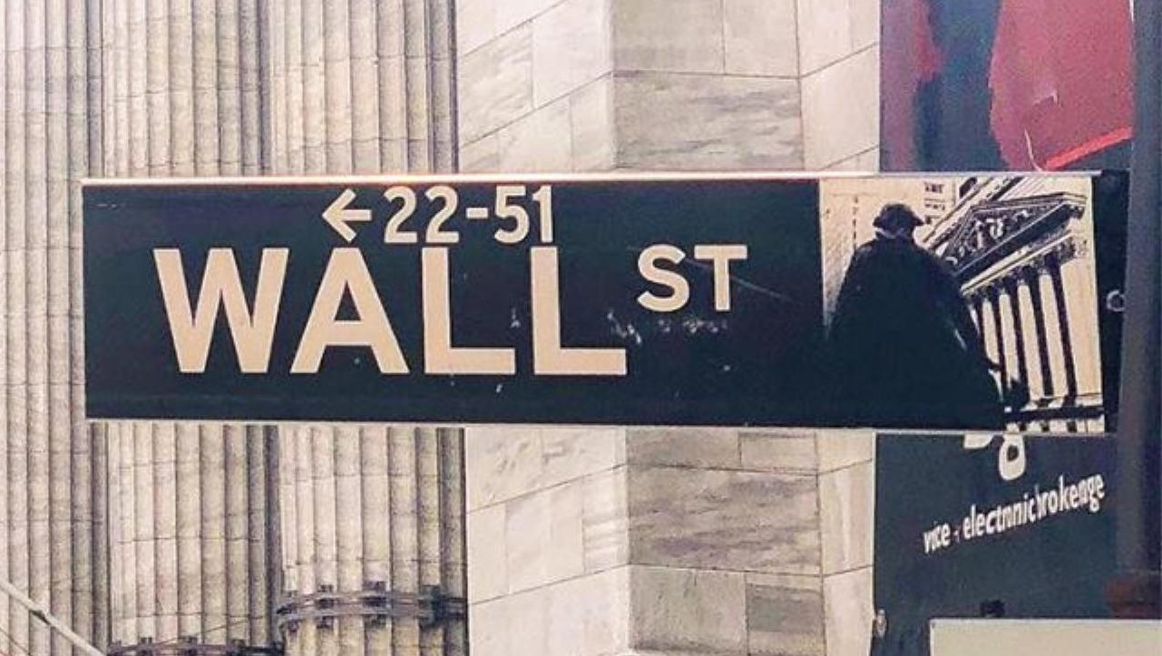 Apple y Goldman Sachs impulsan caída de Wall Street