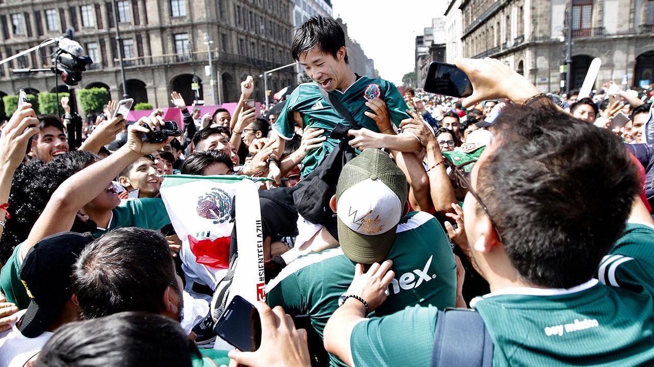 Las coreanas LG y Samsung celebran el paso de México a octavos