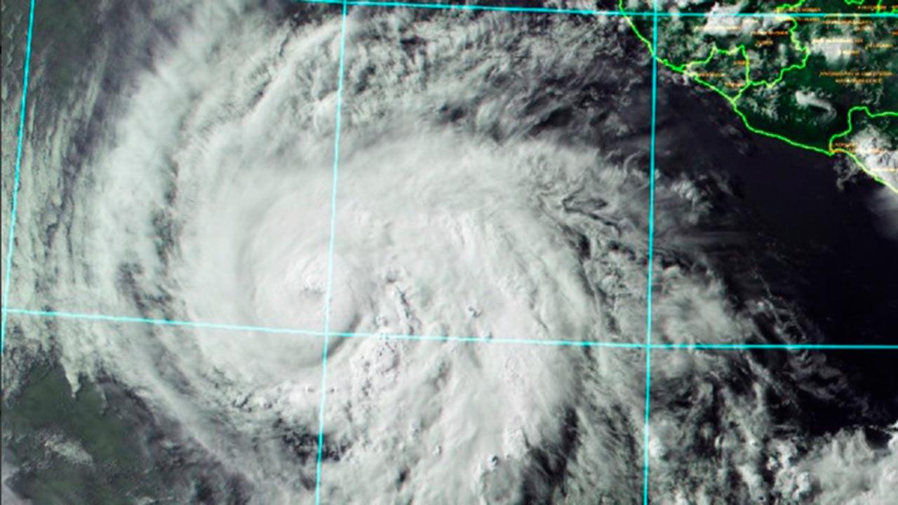 Huracán Aletta se intensifica a categoría 4