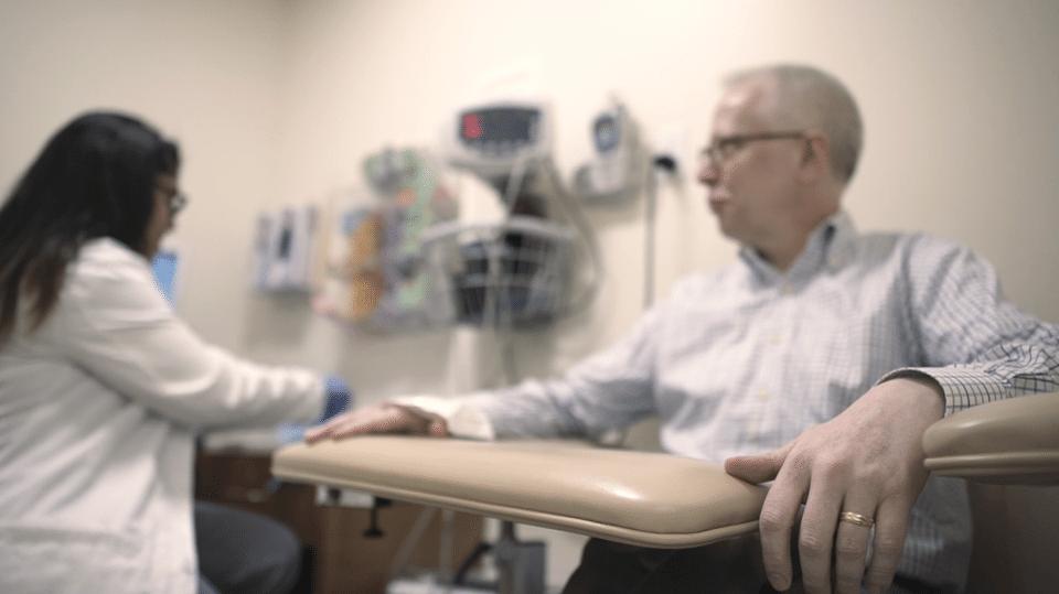 El creador de medicamentos contra el cáncer que decidió parar su quimio
