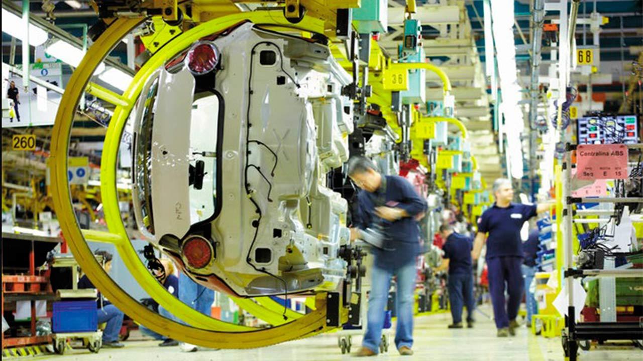 Francia pide proteger empleos en fusión Fiat Chrysler-Renault
