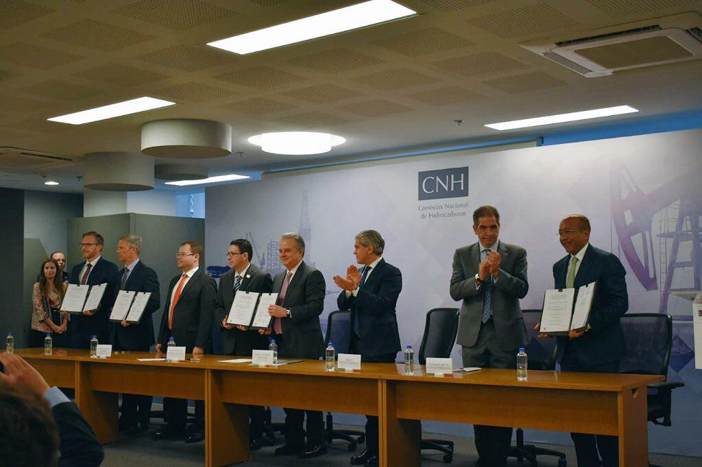 Gobierno firma últimos contratos petroleros antes de la elección presidencial