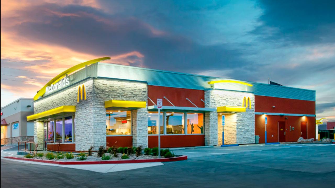 McDonald's planea una serie de despidos en Estados Unidos: WSJ