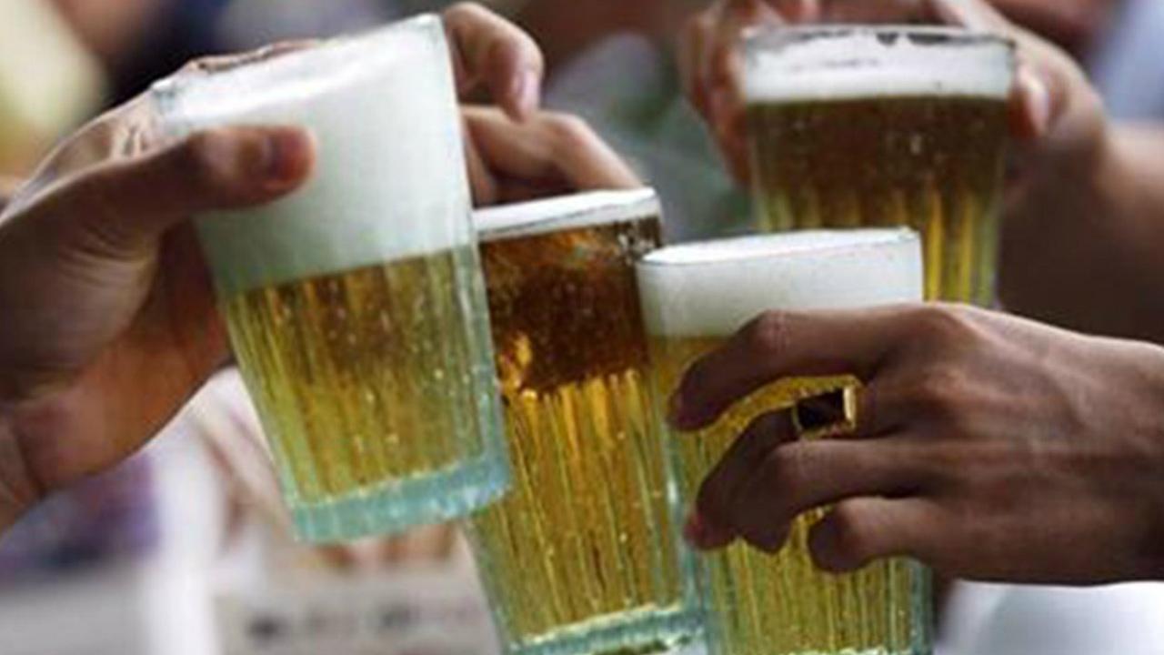 Confinamiento y fácil acceso a alcohol aumentan consumo en jóvenes