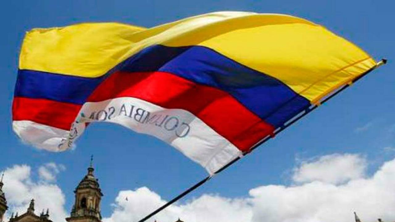 Al menos 12 muertos deja accidente aéreo en Colombia