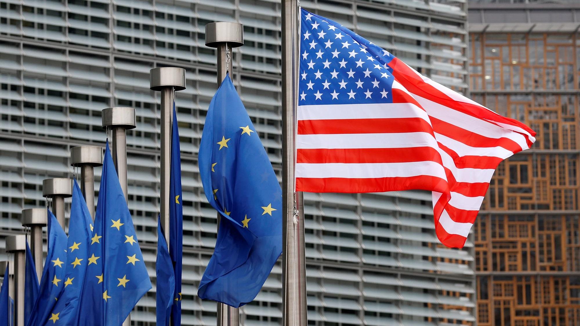Trump amaga con arancel a autos de la UE; 'ármenlos aquí', exige