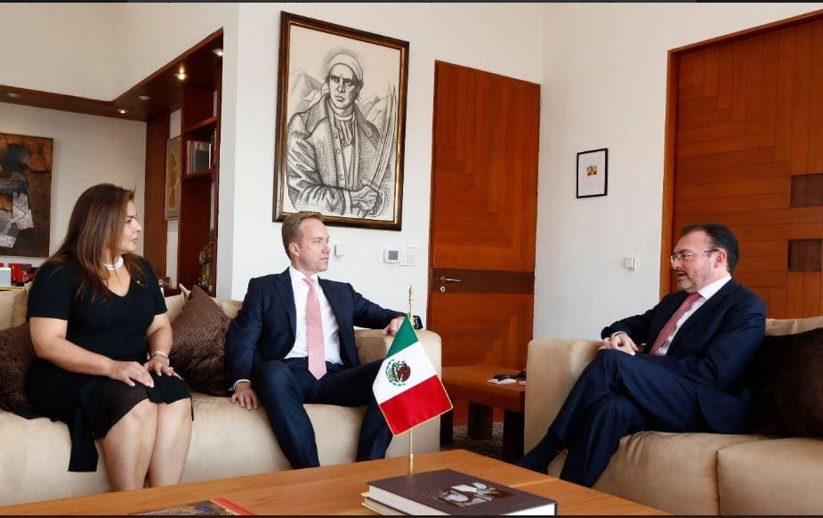 Videgaray y presidente del WEF dialogan sobre libre comercio