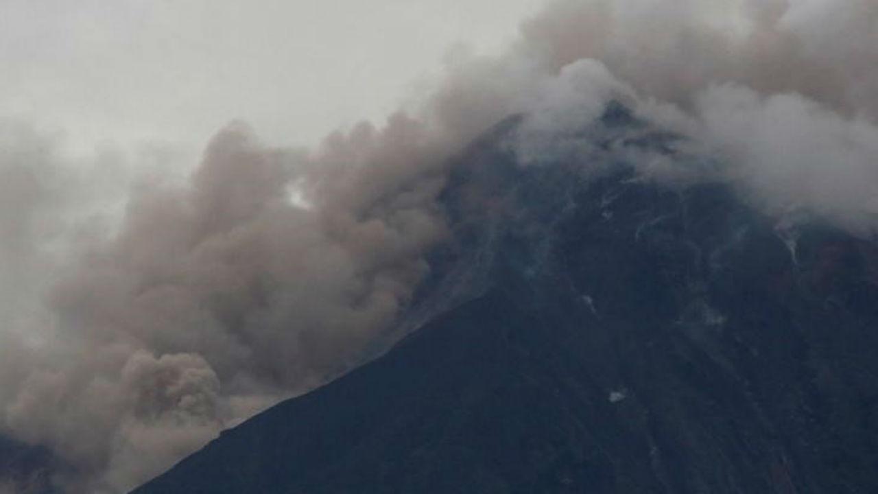 Fullgas cierra gasolinera por erupción de Volcán en Guatemala