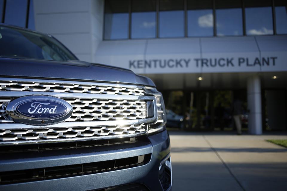 Por fuego en cinturones, Ford llama a revisión camionetas en México