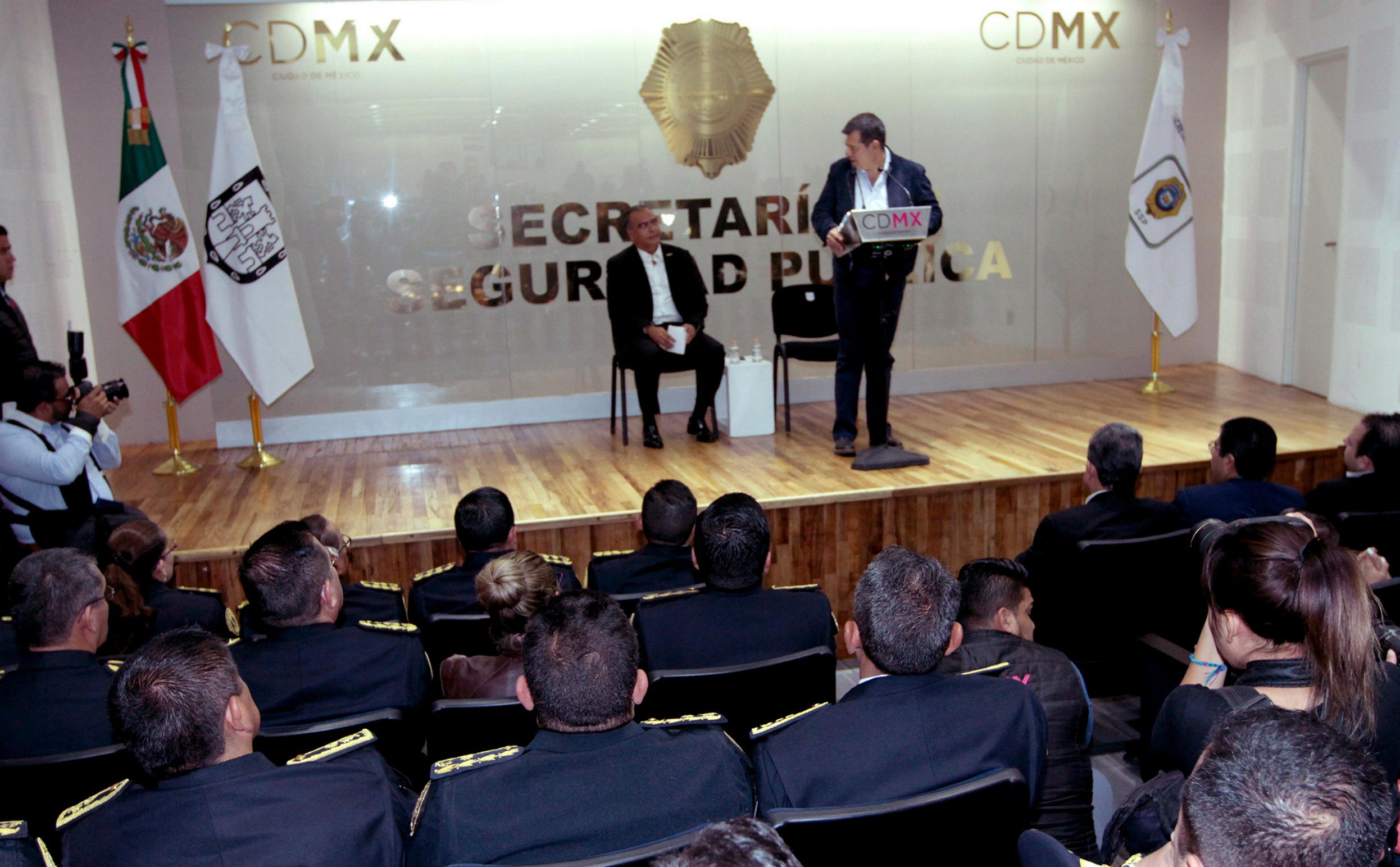 Amieva presenta a Raymundo Collins como secretario de Seguridad Pública