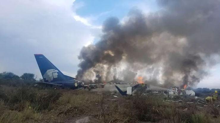 Al menos 65 estadounidenses viajaban en avión accidentado de Aeroméxico