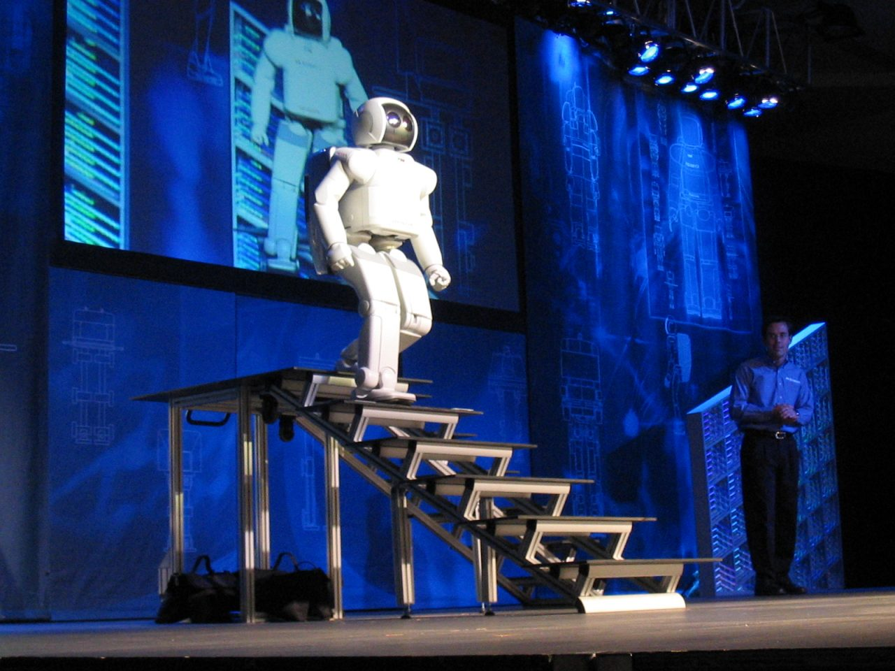 Asimo, el robot humanoide de Honda, desaparecerá a su mayoría de edad