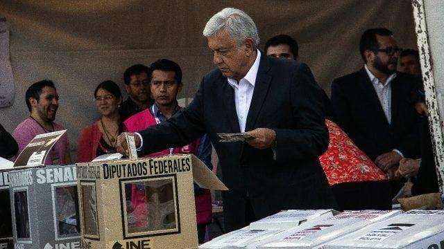 Andrés Manuel López Obrador emitiendo su voto, en las elecciones 2018. Foto: Angélica Escobar/Forbes México.