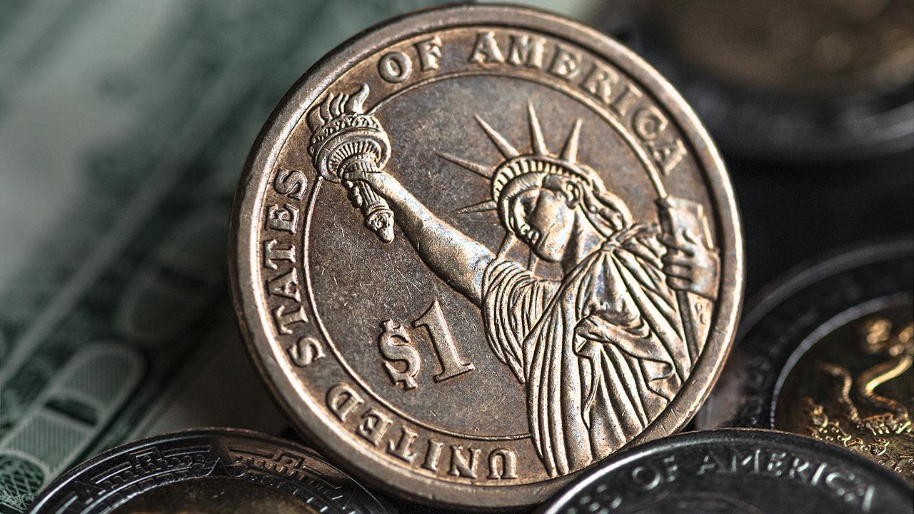 Dólar resiente las críticas de Trump a la Fed
