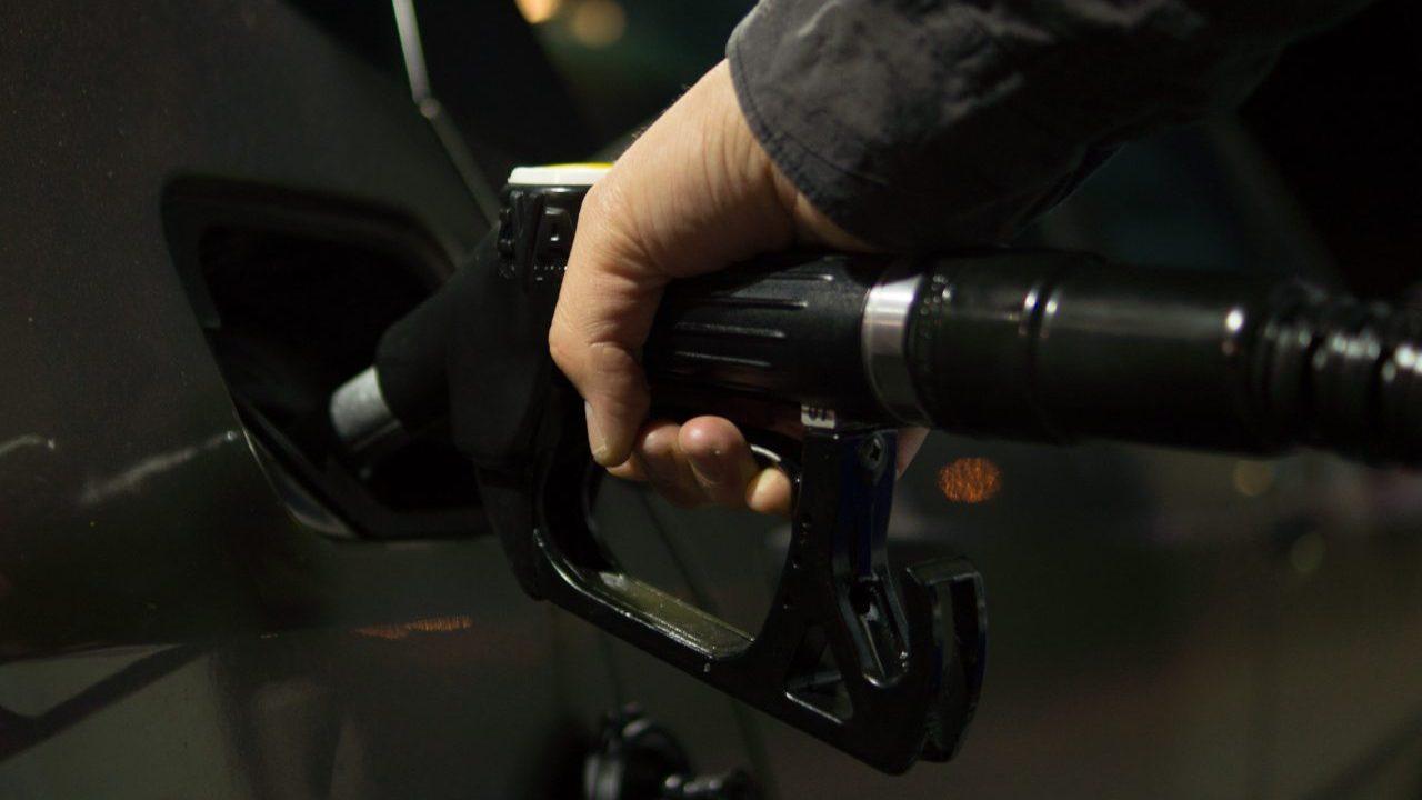 Recaudación por gasolinas se desplomó 23% entre enero y octubre