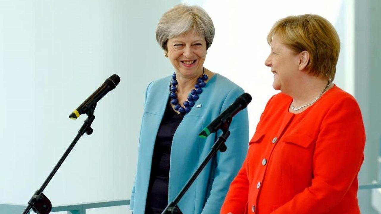 UE descarta renegociar acuerdo de Brexit; May busca ayuda de Merkel