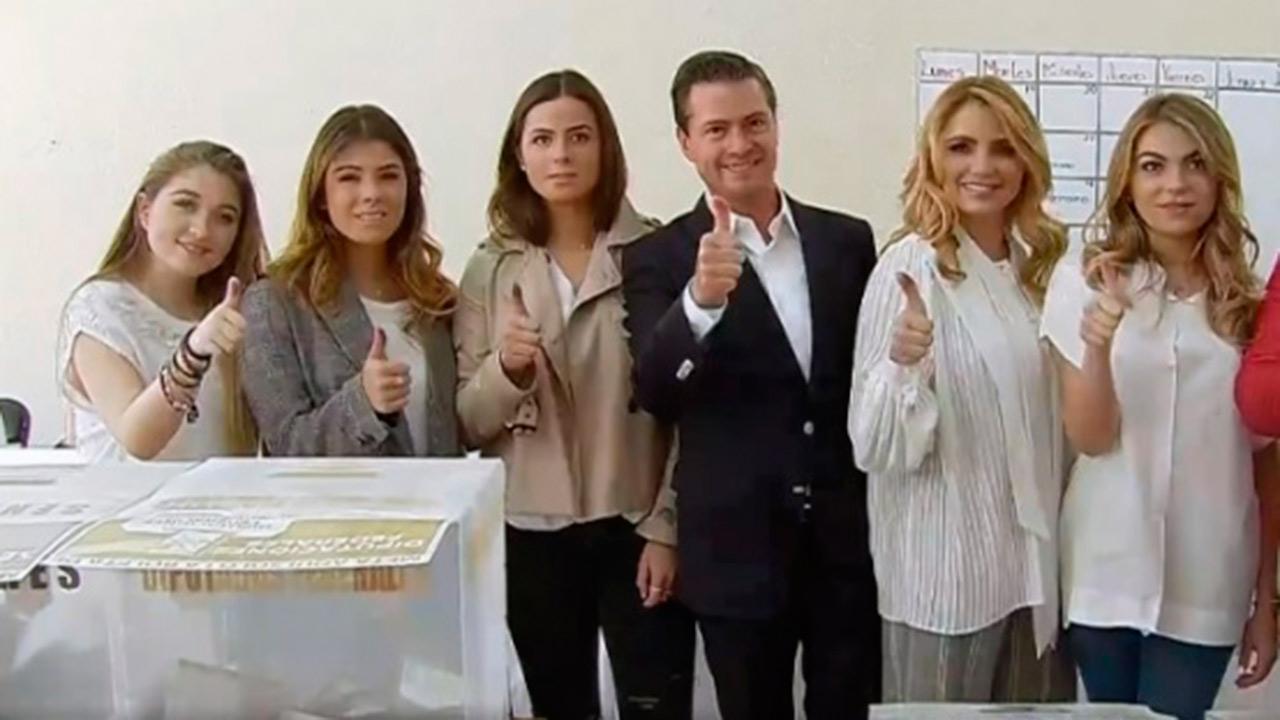 Peña Nieto sale a emitir su voto