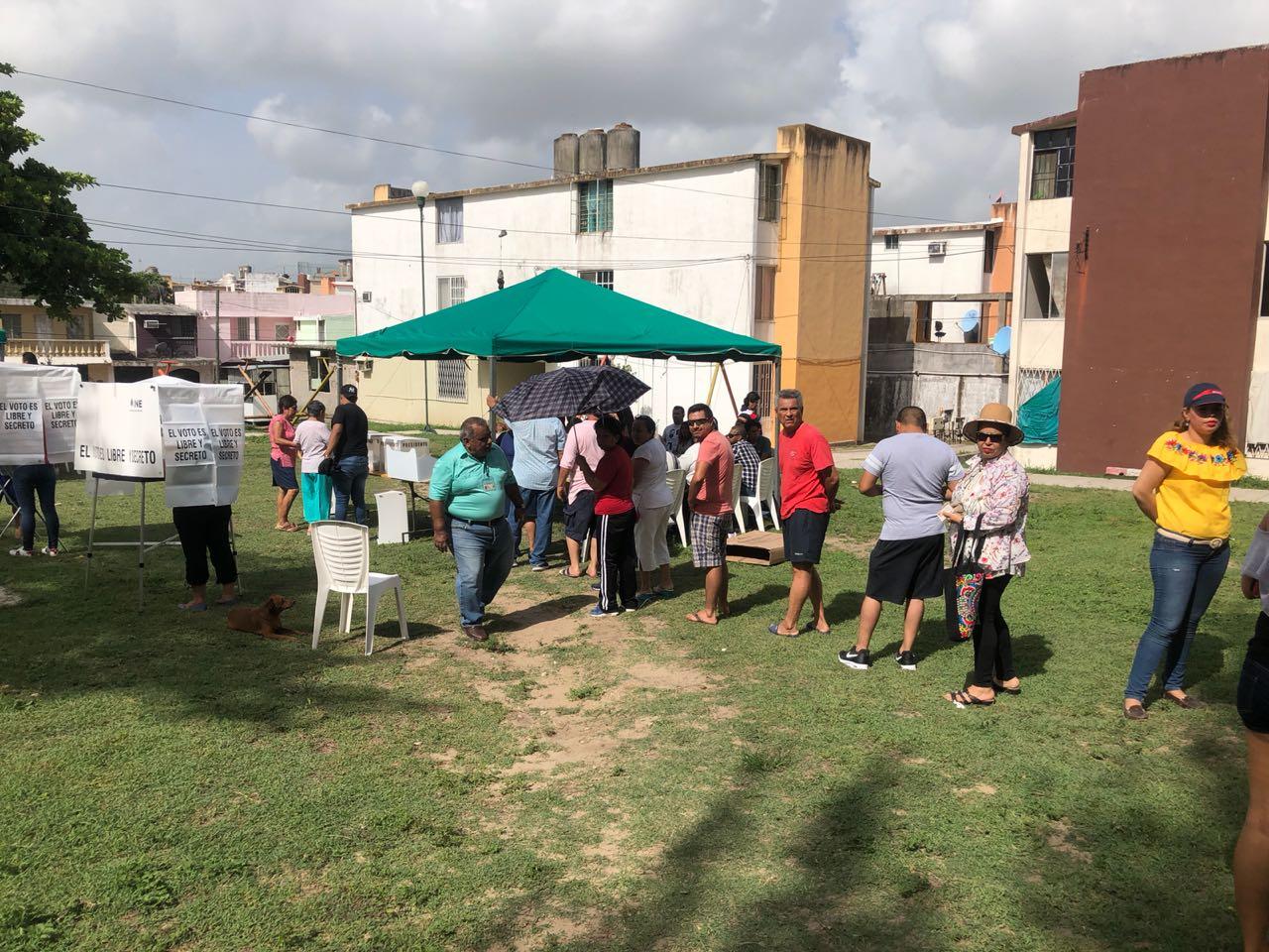 Observadores electorales ven ambiente festivo a pesar del caos en casillas