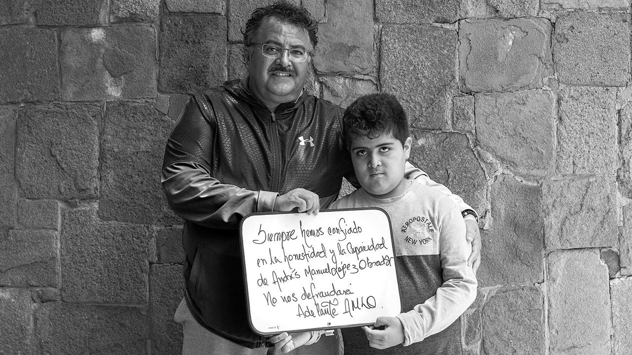 """""""Siempre hemos confiado en la honestidad y la capacidad de Andrés Manuel López Obrador. No nos defraudará. Adelante AMLO"""", escribe Rodolfo Gil Chávez. Foto: Angélica Escobar/Forbes México."""