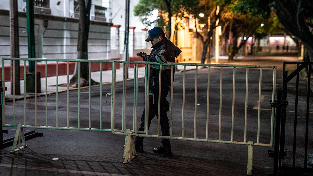 Autoridades restringen acceso vehicular en calle Chihuahua