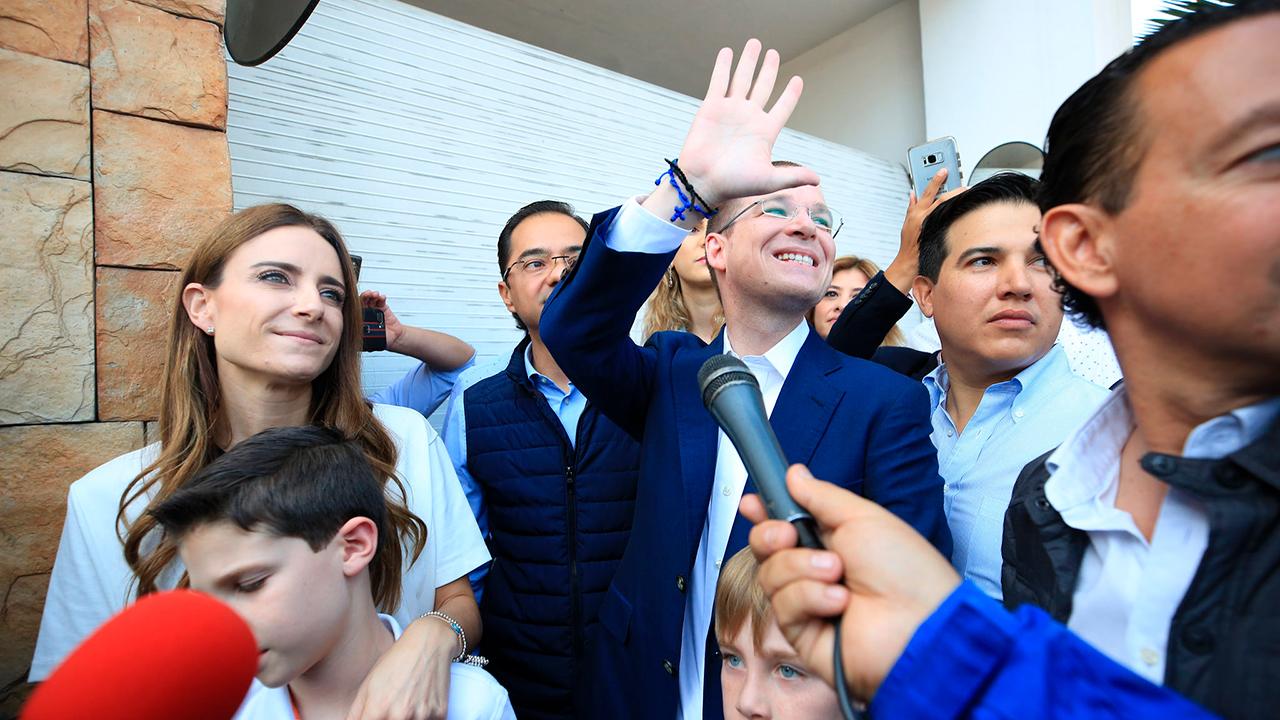 Anaya vota en Querétaro; se dirige a la CDMX a esperar resultados