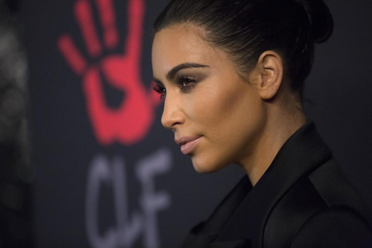 Dueña de CoverGirl compra parte de línea de cosméticos de Kim Kardashian