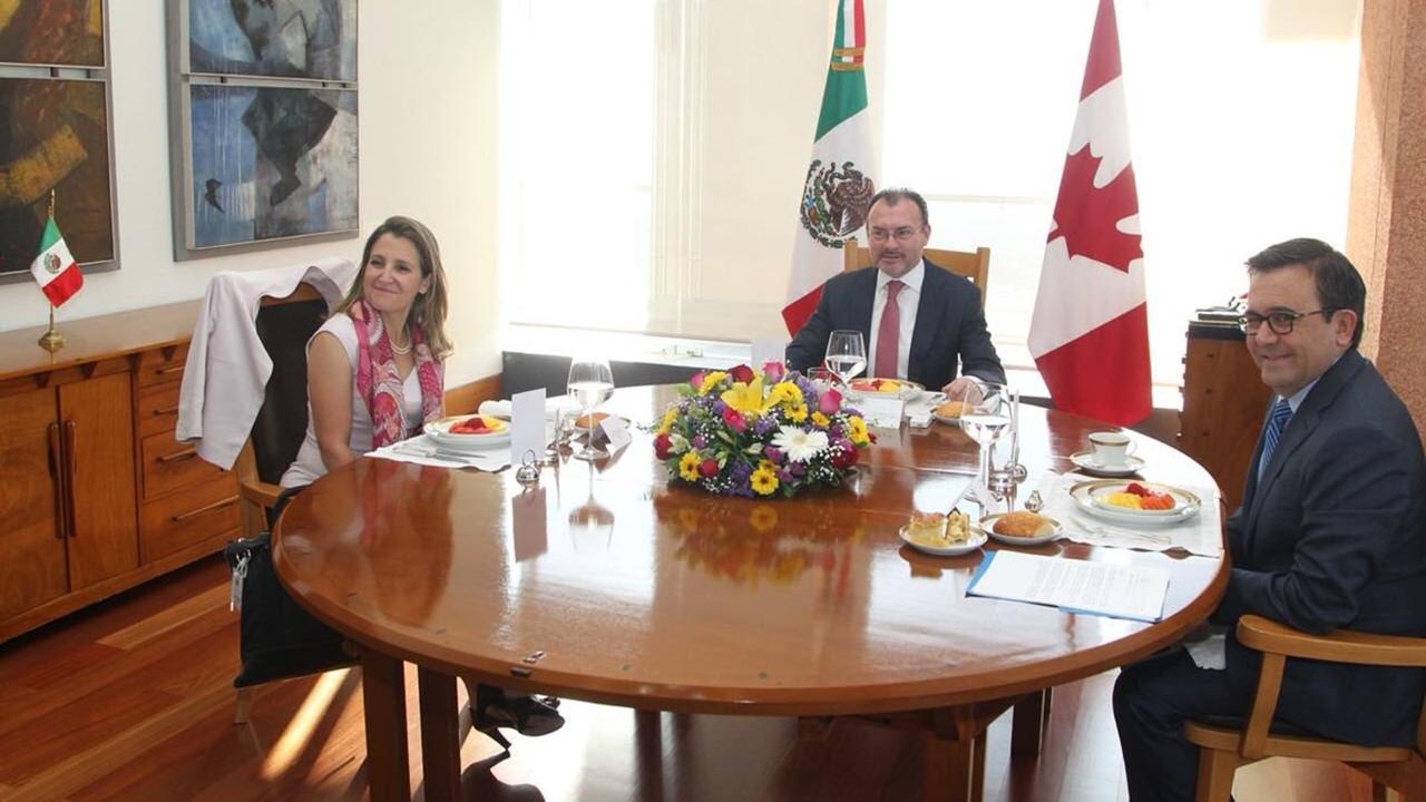 Ministra canadiense Freeland se reúne con Guajardo y Videgaray