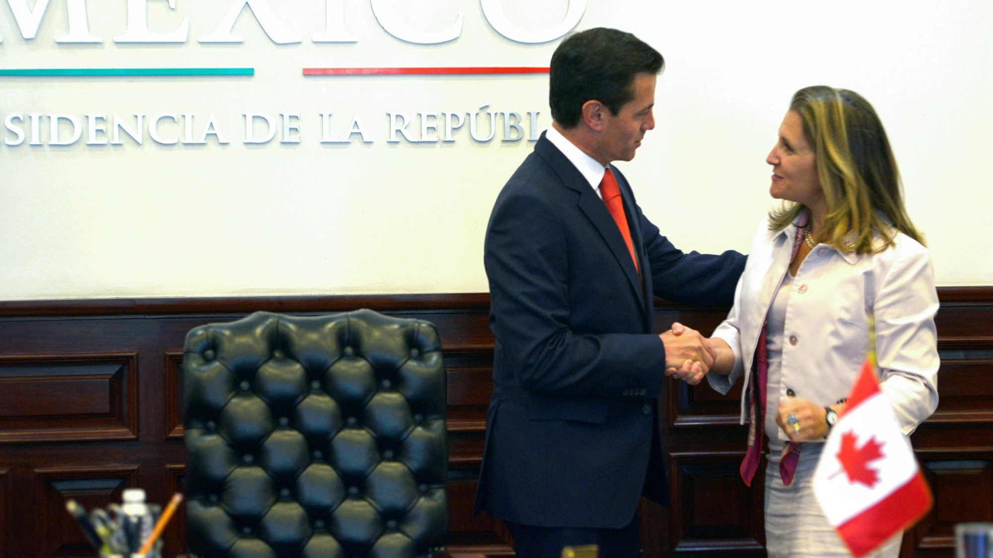 Peña llama a pactar TLCAN en el corto plazo en reunión con Freeland