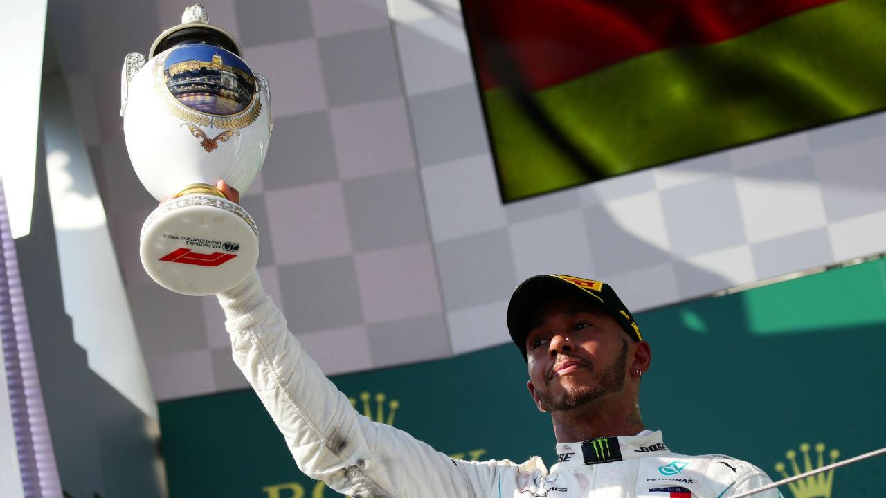 Lewis Hamilton matiza comentarios sobre la pobreza de India