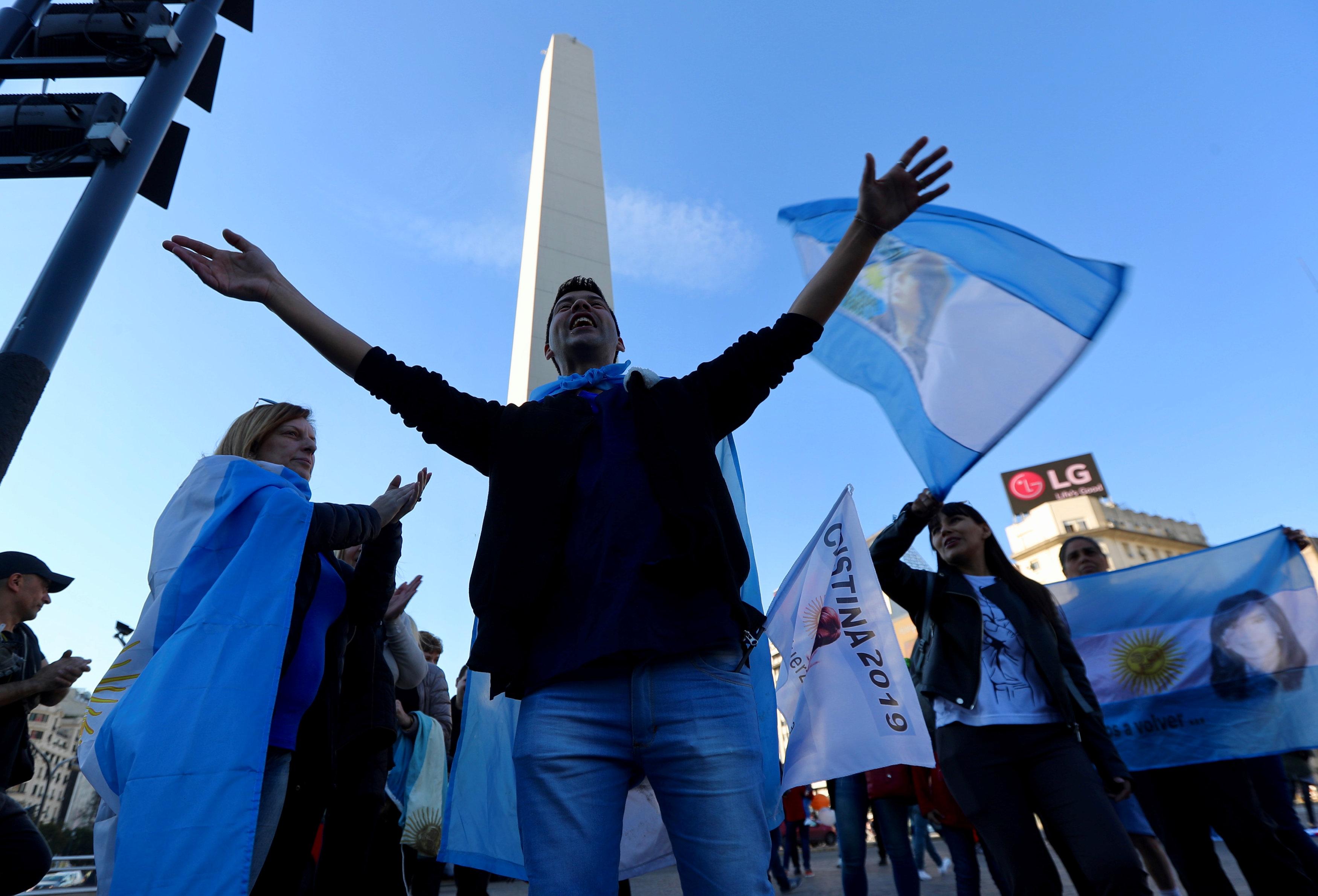 FMI libera desembolso de 10,800 mdd a Argentina