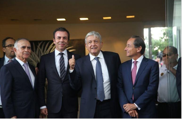 Empresarios no tendrán obstáculos, haremos de México una potencia: AMLO