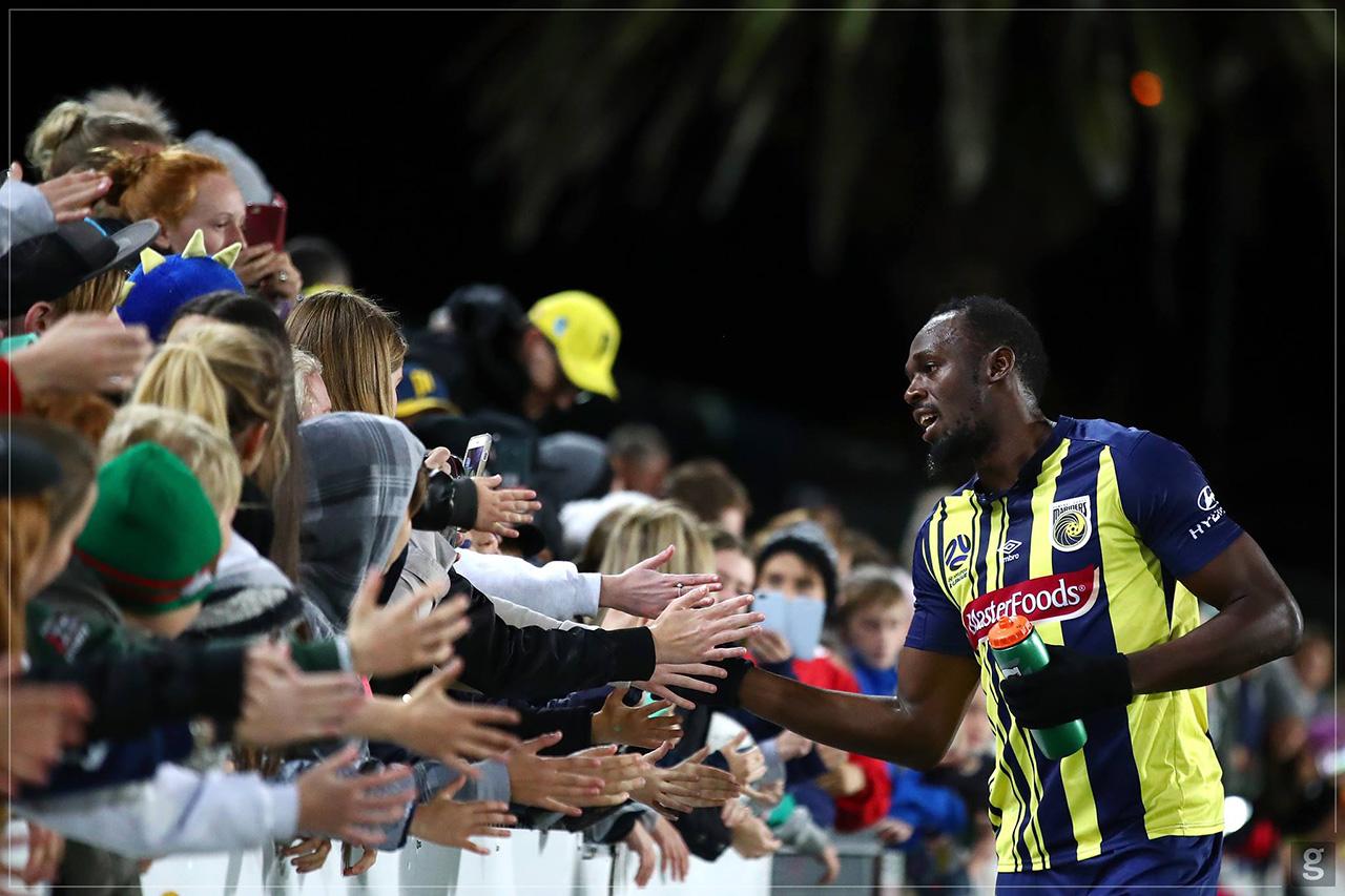 Bolt anota un doblete en su debut como titular en equipo australiano